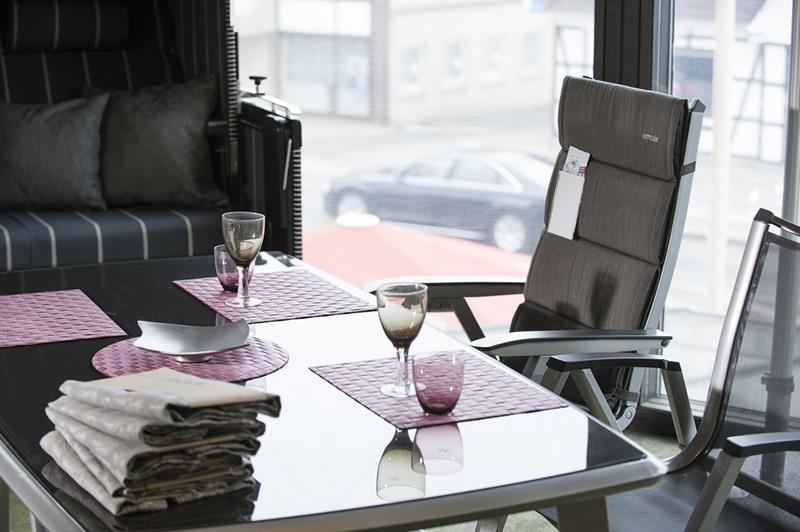 ausstellung beratung. Black Bedroom Furniture Sets. Home Design Ideas